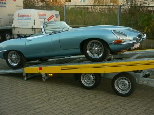 jaguar-auf-autotransporter