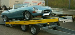 jaguar auf autotransporter