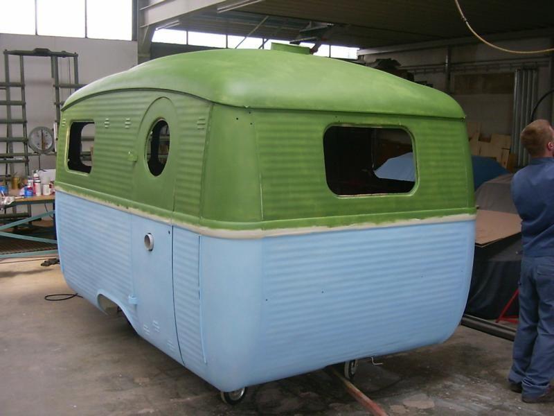 restauration-wohnwagen-grundierung